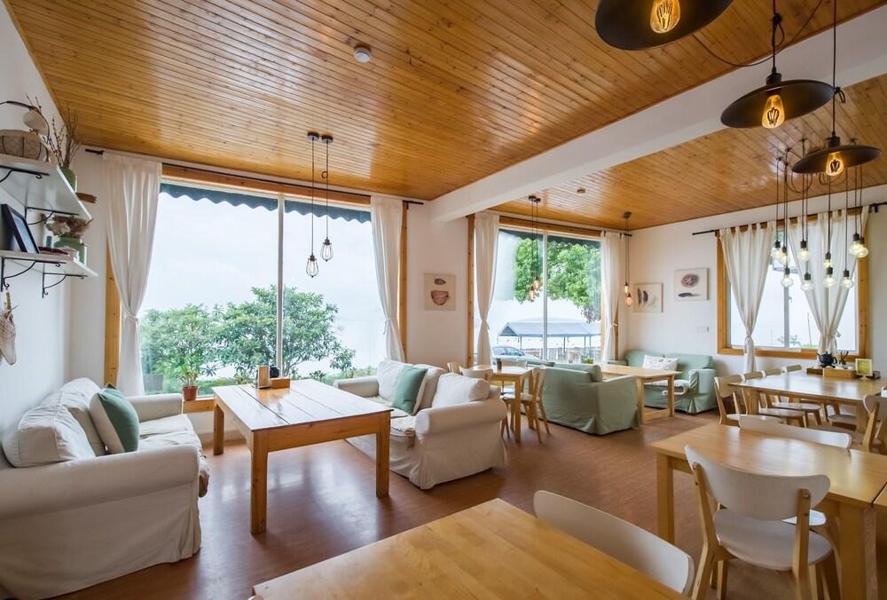 Taihu Baopu Fish Inn