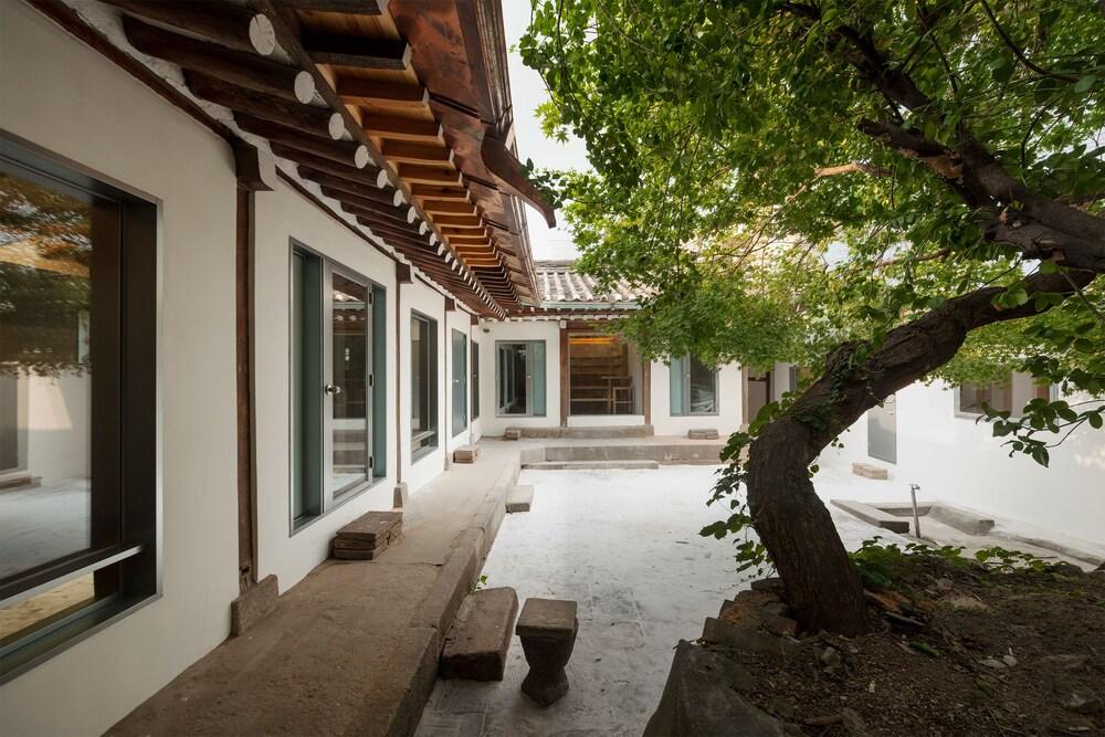 Hanok Residence Hotel Side