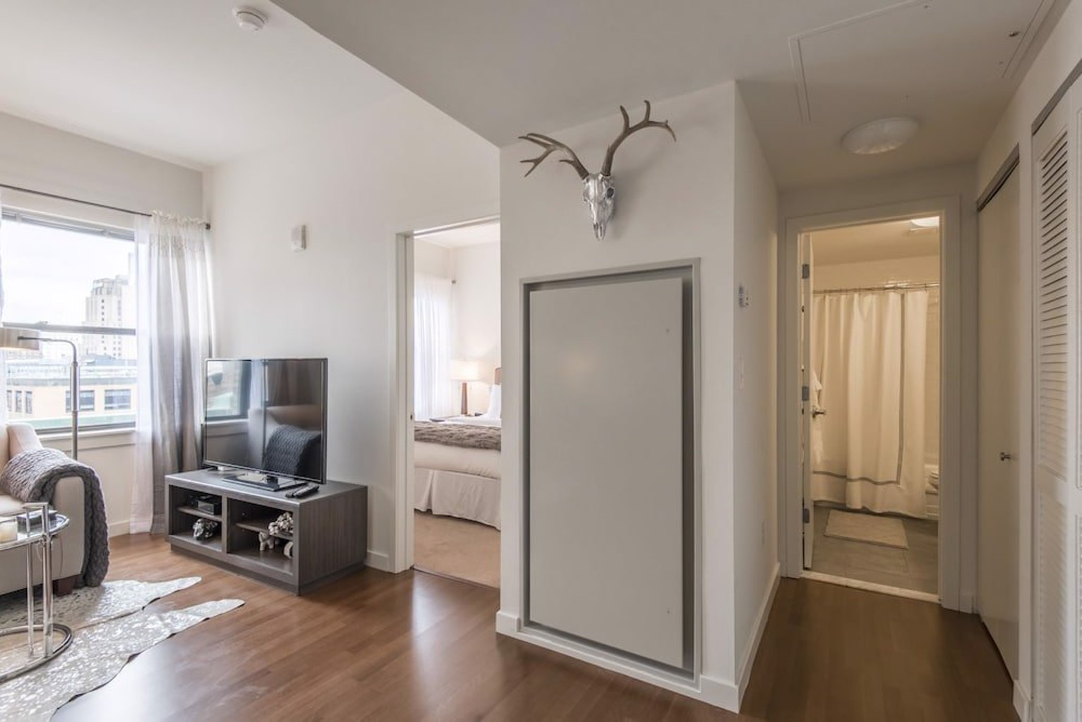 Private 1BR in Heart of Center City