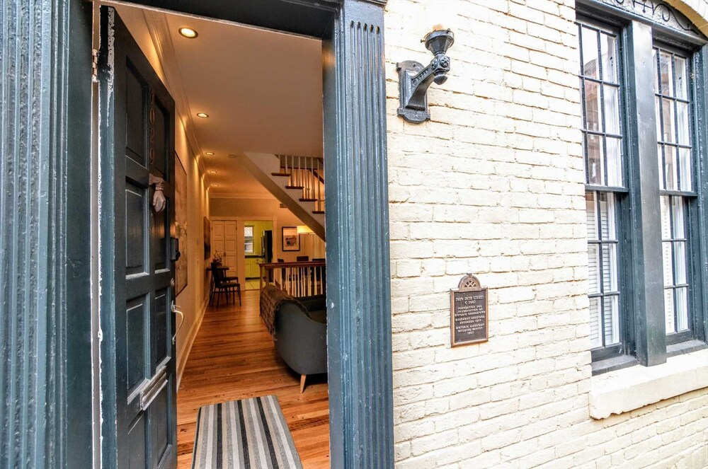1029 30th St Nw 3 Bedroom Townhouse