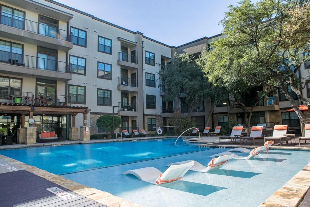 WanderJaunt North Austin Apartments