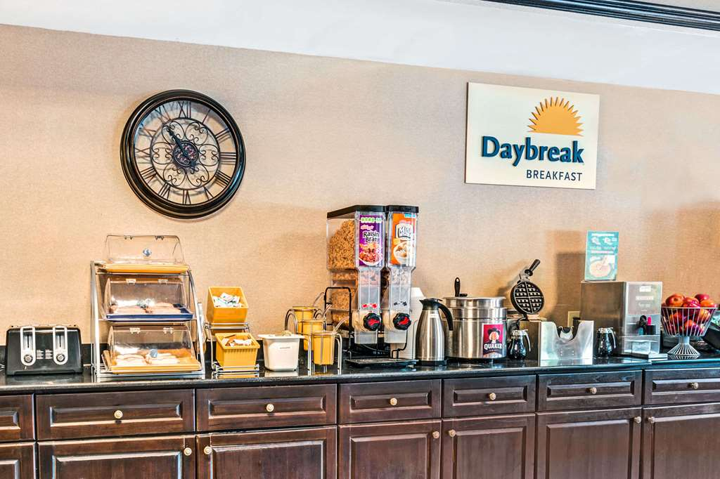 Gallery image of Days Inn & Suites by Wyndham Jeffersonville IN