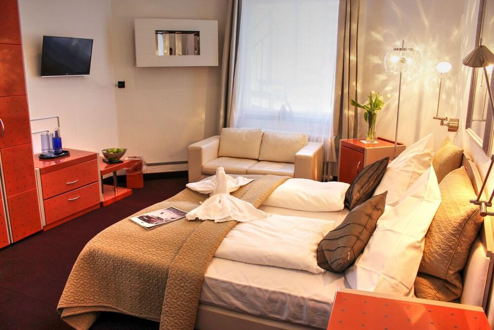 Gallery image of Plenus Hotel