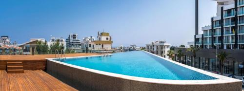 Deluxe Apt w Rooftop Pool in The Heart of Kyrenia