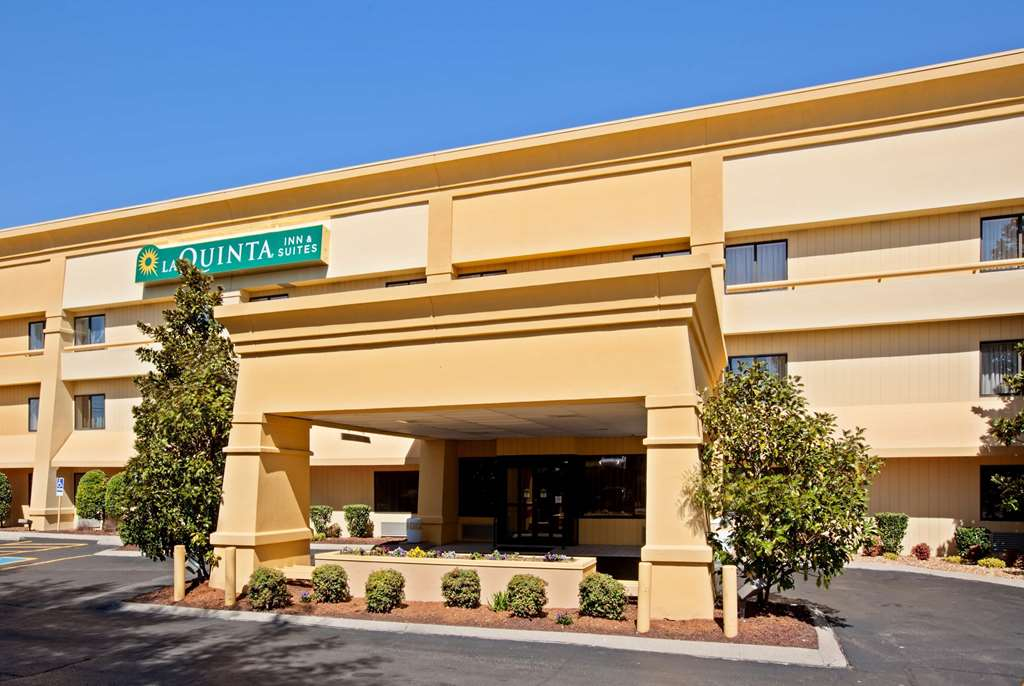 La Quinta Inn & Suites by Wyndham Nashville Airport