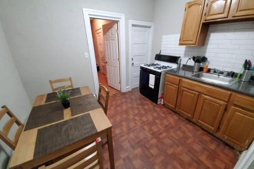 Close to Downtown Pet Friendly Entire Apartment Special Prices for Jan