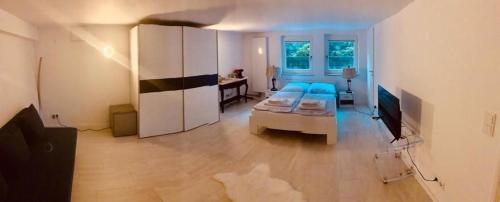 Souterrain Zimmer mit separatem Eingang und Bad