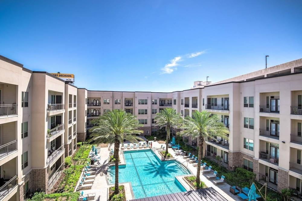 Brand NEW Modern Condo Pool Very Quiet & Safe