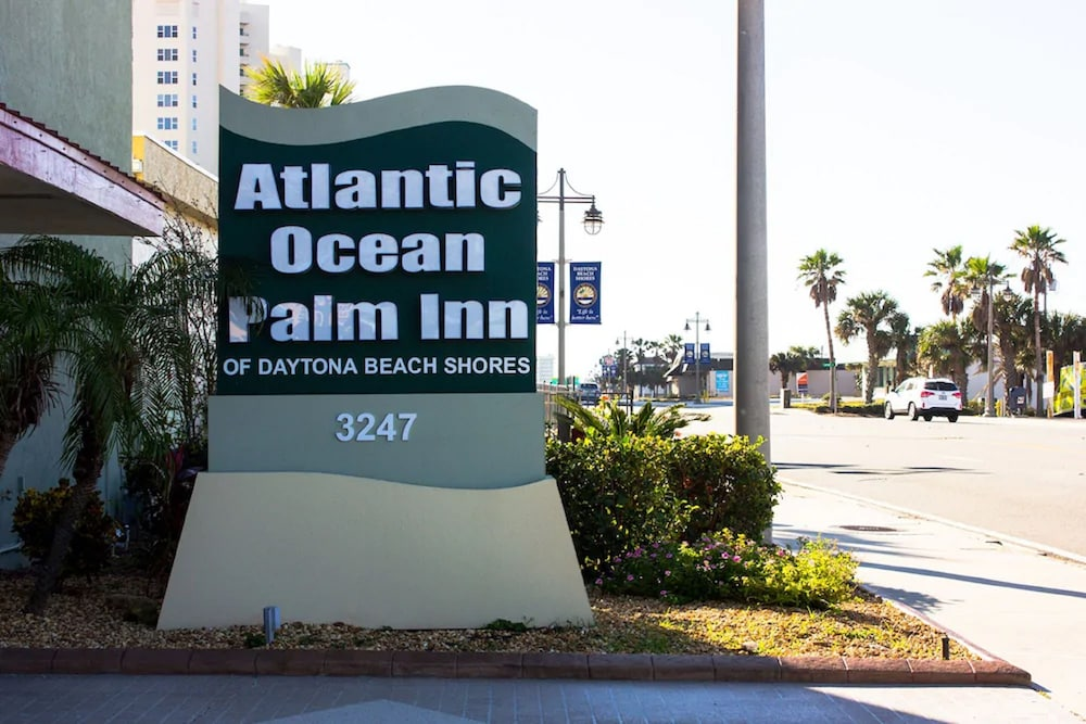 Gallery image of Atlantic Ocean Palm Inn