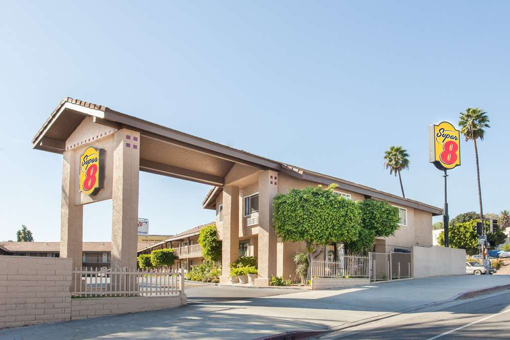 Gallery image of Super 8 by Wyndham Los Angeles Alhambra