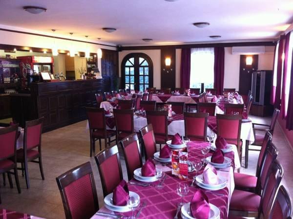 Gallery image of Patyi Étterem és Hotel