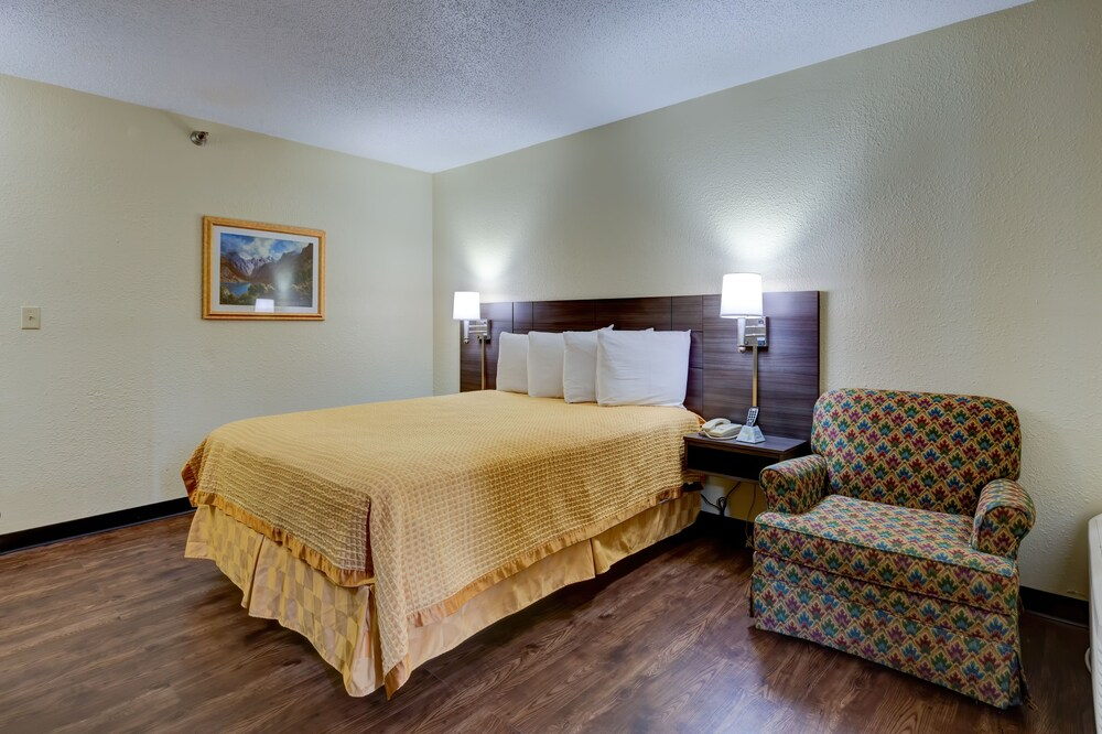 Gallery image of Continental Inn Charlotte