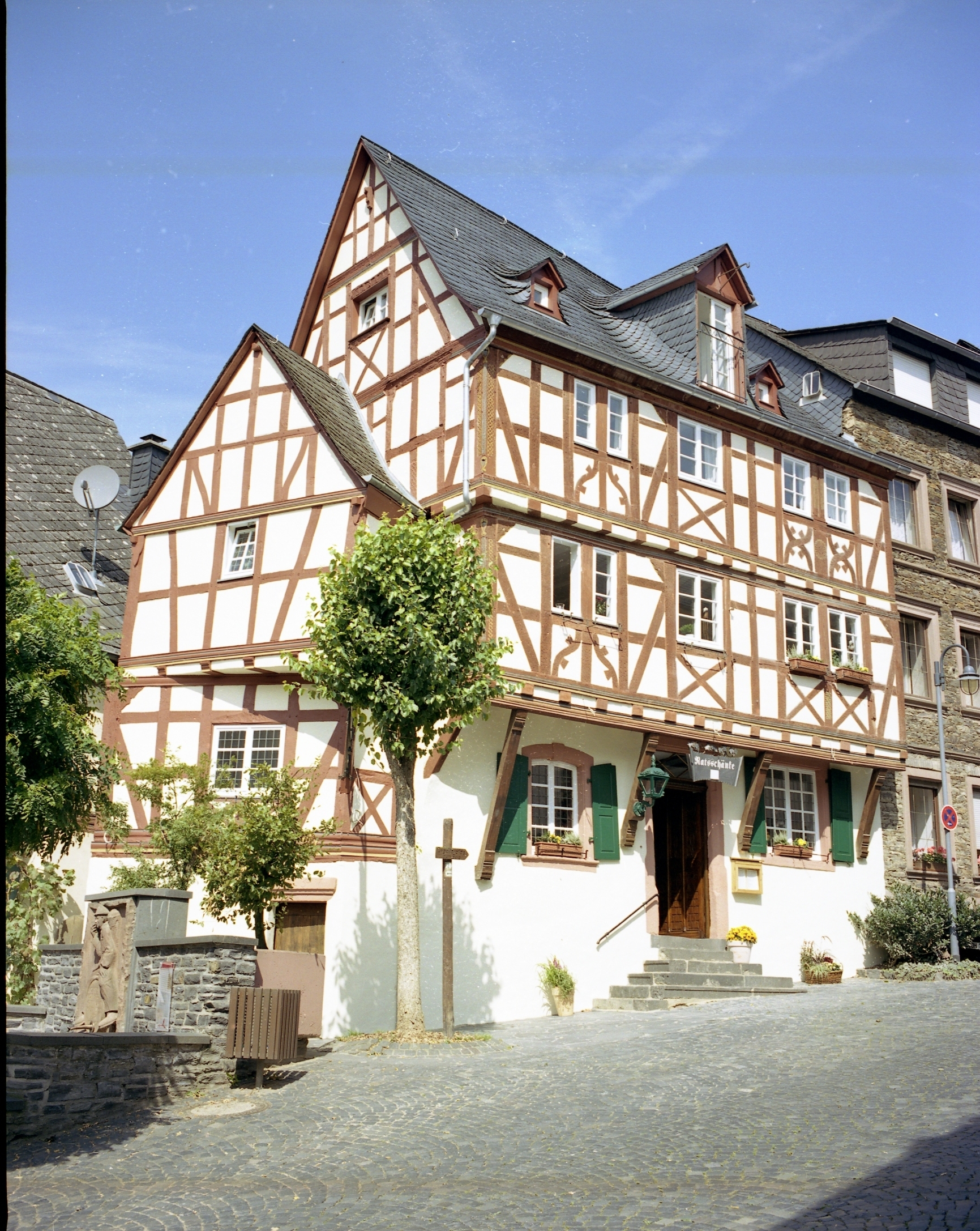 Book Moselblick Zeltingen with tajawal, Book Now at best low Prices.