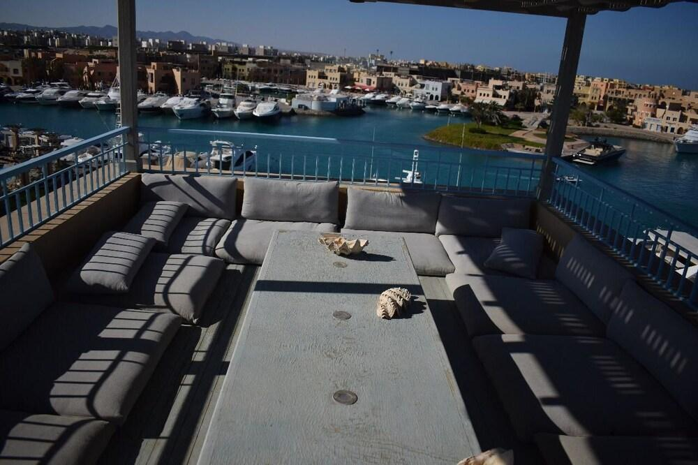 Amazing Penthouse with Sea and Roof Pool