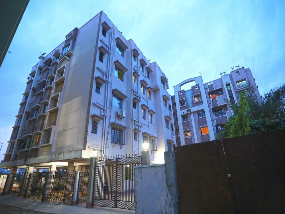 OYO 14818 Sudarshan Apartment