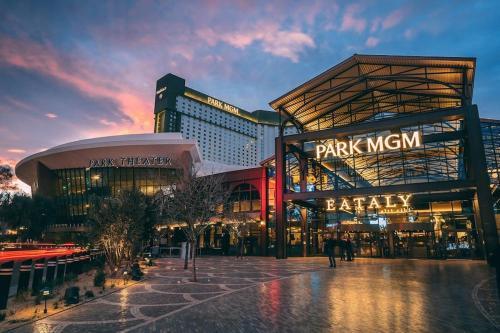 Park MGM Las Vegas by Suiteness