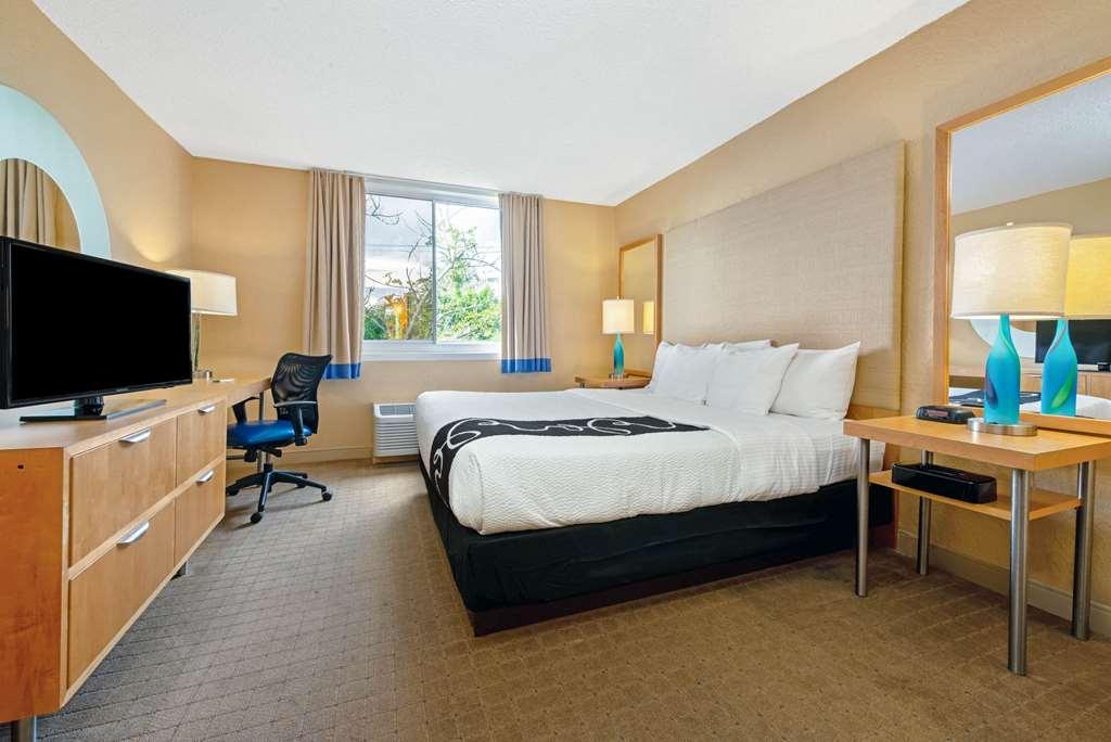 Gallery image of La Quinta Inn & Suites by Wyndham Coral Springs South