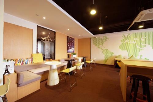 IU Hotel Wuhan Guanggu Minzu Avenue Wuchang Institute of Technology