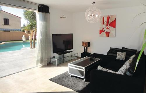 Beautiful home in St Jean de Vedas w Jacuzzi Outdoor swimming pool and 4 Bedrooms