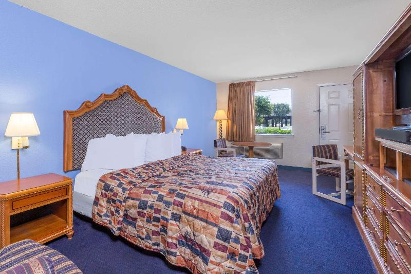 Gallery image of Days Inn by Wyndham San Antonio