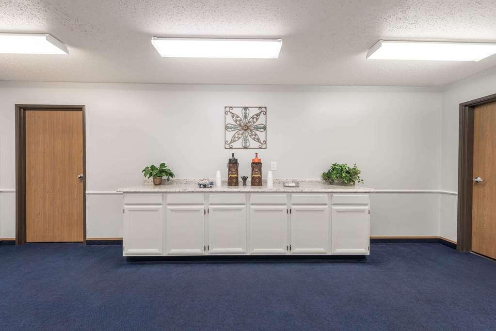 Gallery image of Super 8 by Wyndham Wichita Falls