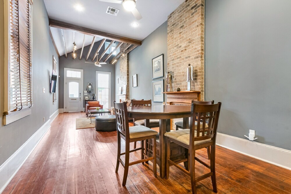 Hosteeva 2BR Double on Martin Luther King Jr Steps to St Chales Ave