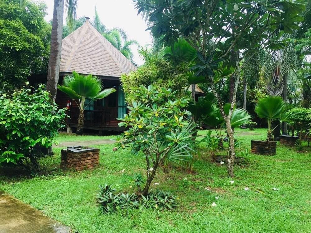 Gallery image of Keeree Waree Seaside Villa