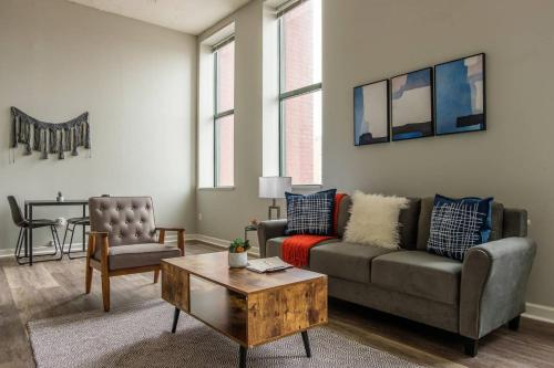 Rustic 1BR Apt in Downtown