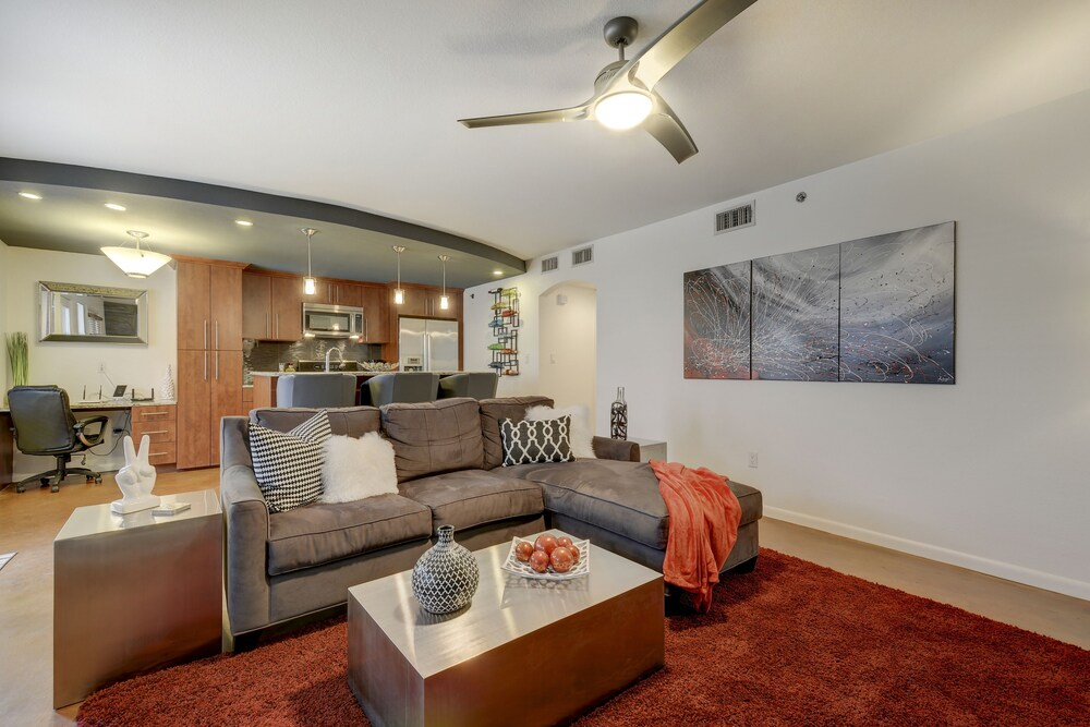 Remodeled E Cesar Chavez Condo by RedAwning
