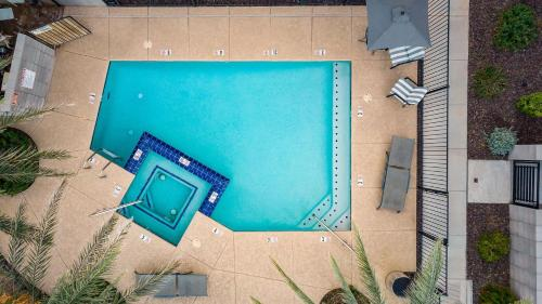 Newport by AvantStay Prvt Condo w Rooftop Pool and Hot Tub Near Tempe and Scottsdale