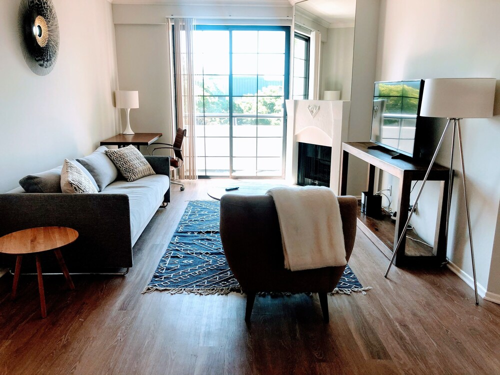 Luxury Suites Heart of Beverly Hills