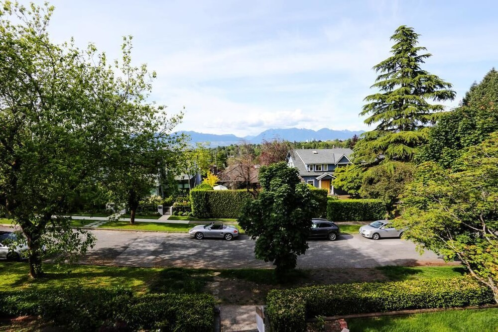 Grand Spacious Suite 1 BR Near YVR by Elevate Rooms