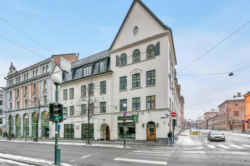Brand new and super central 3 bedroom apartment perfect for share. Karl Johan Royal Palace and Aker Brygge are right around the corner. Quick access to the aiport.