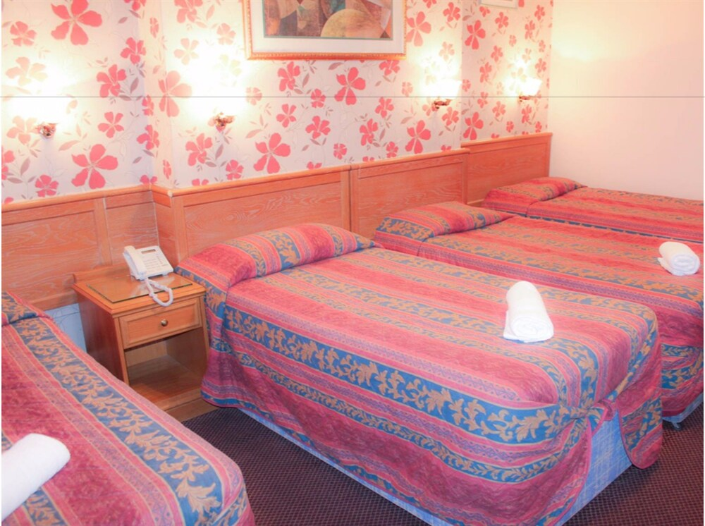 Gallery image of Lampton Guest House