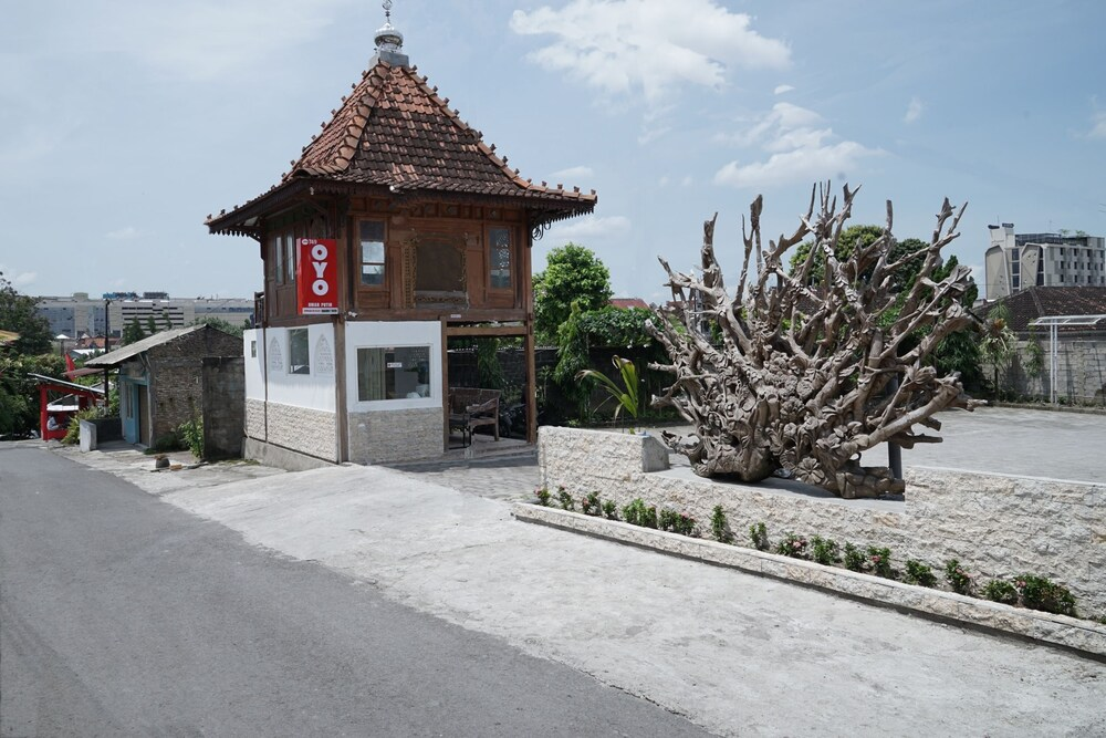Gallery image of Oyo 749 Omah Putih