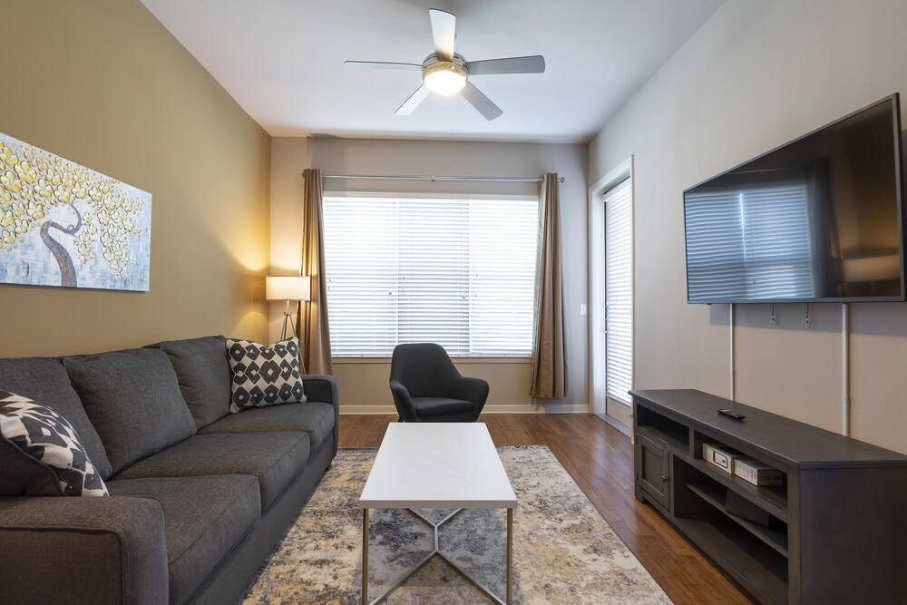 Luxury King Sized BED MED Center Fully Equipped Condo