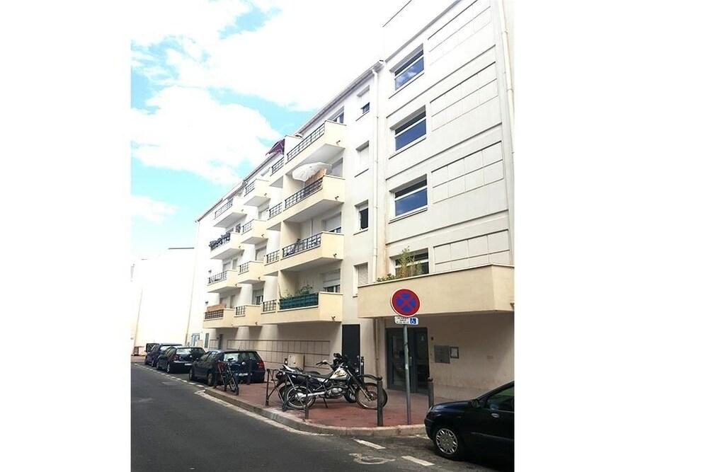 Au Petit Thaï T2 avec balcon Montpellier Centre