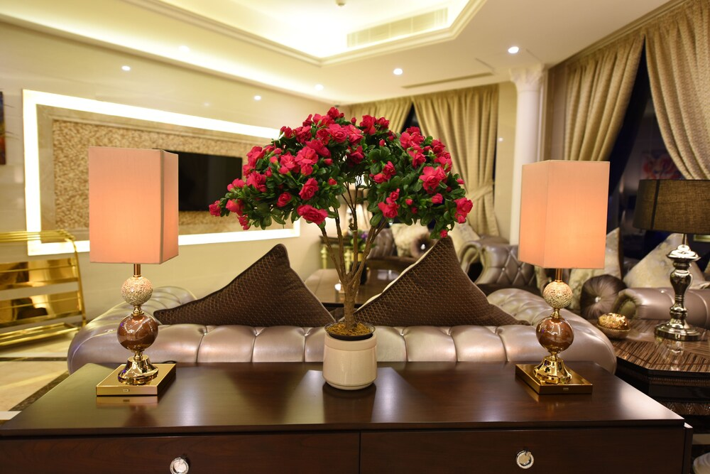 Clemence Hotel Suites