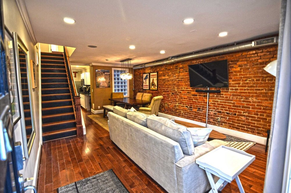 1826 Northwest Townhome #1060 3 Br Townhouse
