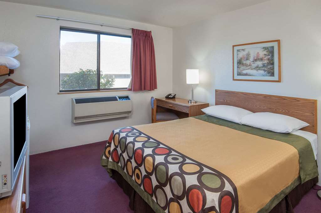 Gallery image of Super 8 by Wyndham Salmon Arm