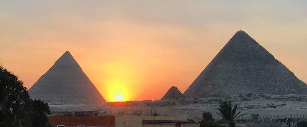 3 Pyramids View Inn