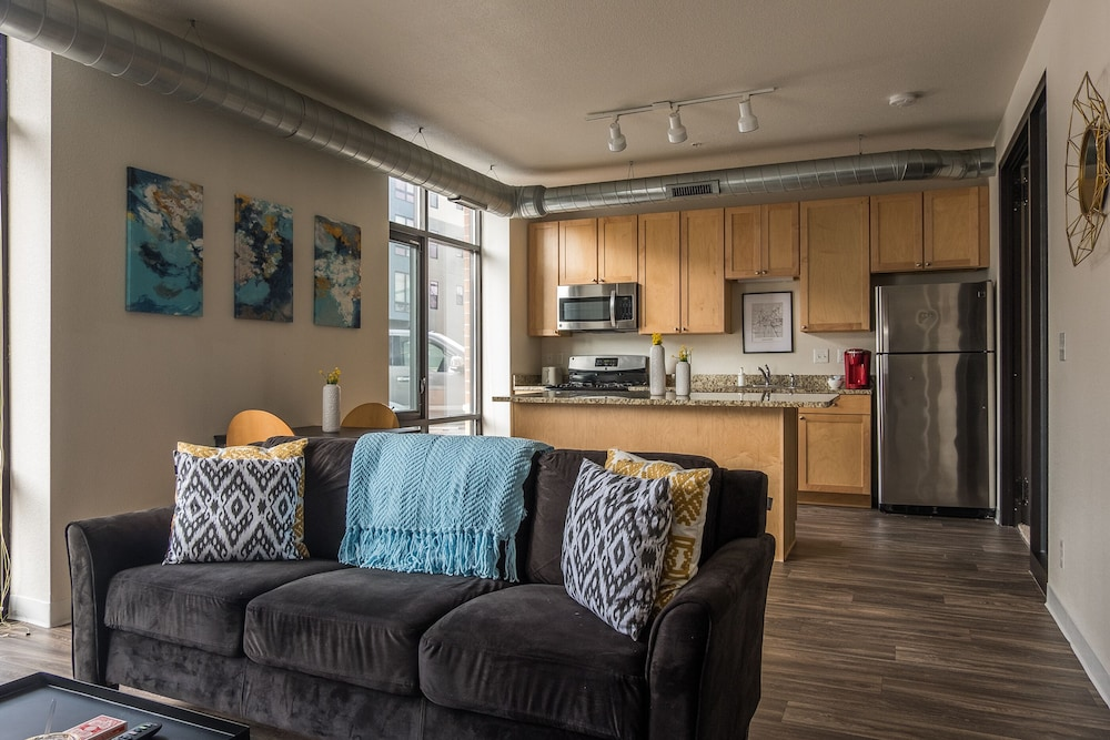 Apartments near Downtown by Frontdesk
