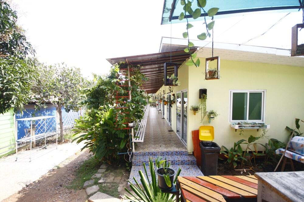 SlowLife Resort