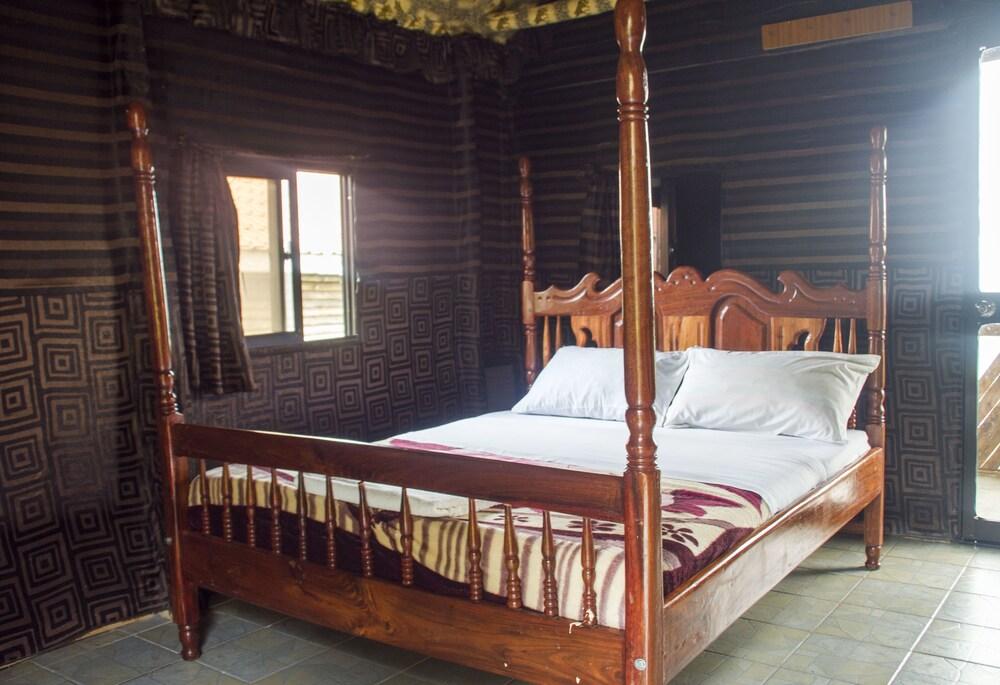 Gallery image of Satellite Holiday Resort
