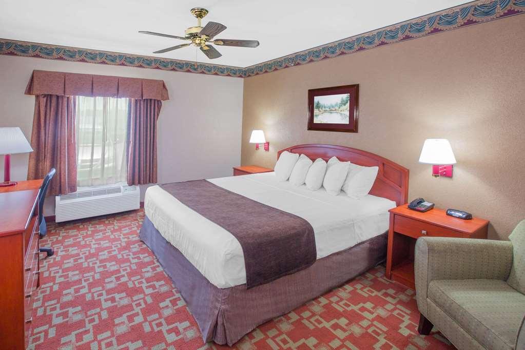 Gallery image of Days Inn by Wyndham Denham Springs Baton Rouge East