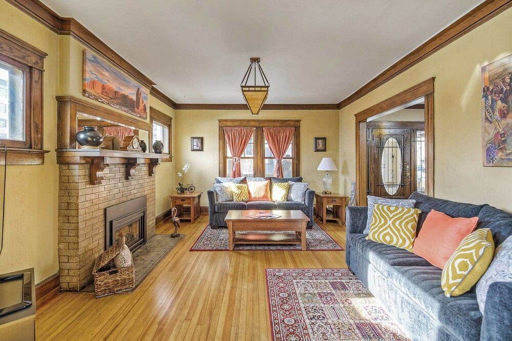 The Lohi Historic Home in the Heart of Denver Sleeps 18