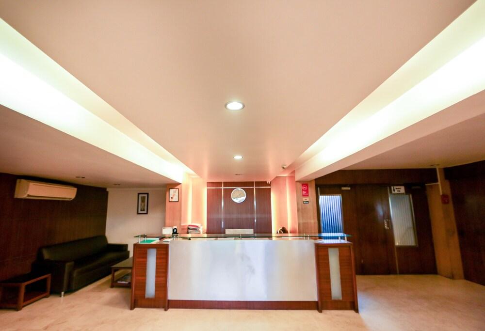 Hotel Lucky Goregaon