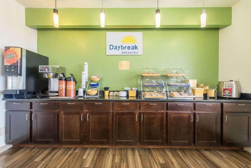 Gallery image of Days Inn by Wyndham Fort Worth West