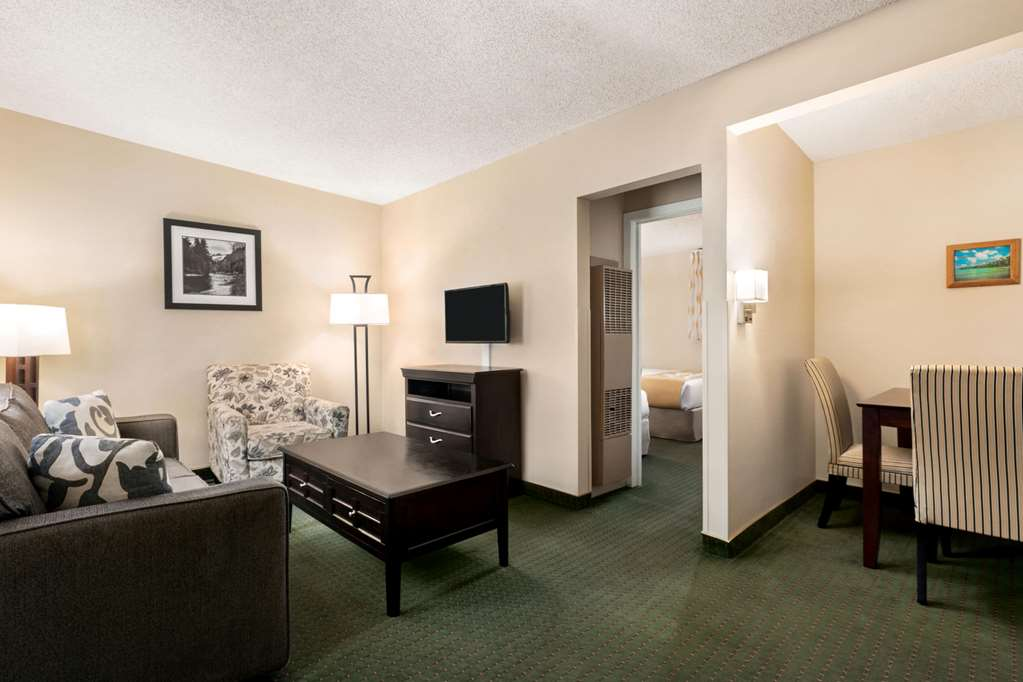 Gallery image of Days Inn by Wyndham Cortez