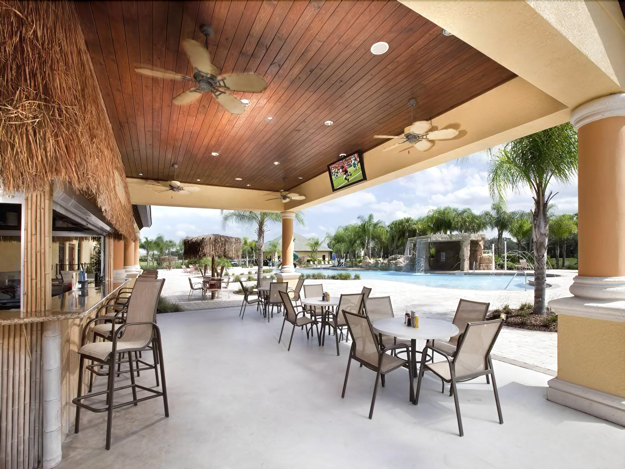 Gorgeous 5 Bed 4 Bath Townhome with Splash Pool in Paradise Palms
